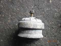 Подушка двигателя Mercedes 190 W201